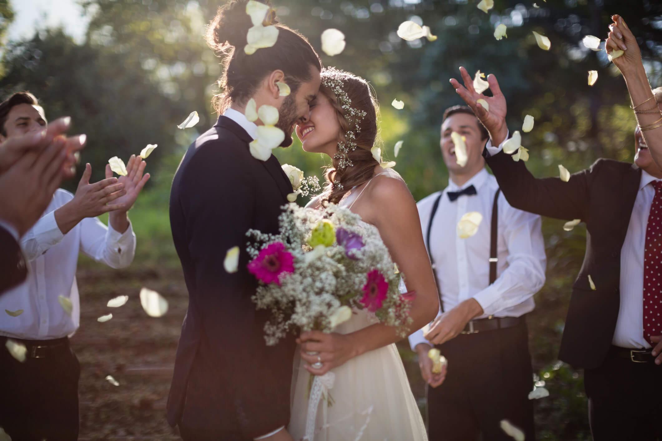 quem convidar para o casamento é sempre complicado